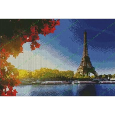 Torre Eiffel a la orilla del Sena