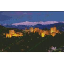 Alhambra con Sierra Nevada al anochecer